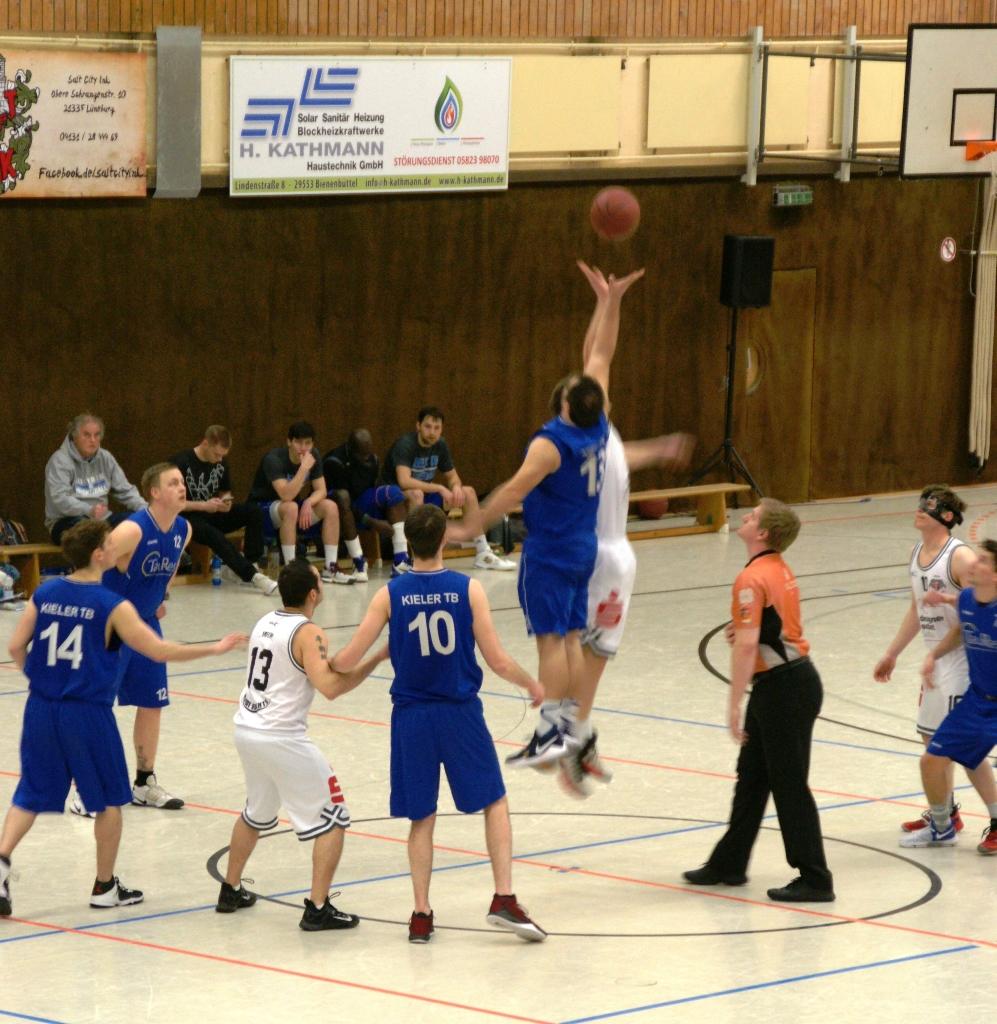 WE 25.03.2017 / Spielbericht Heimspiel Heide Knights / Sprungball mit Andreas Willing