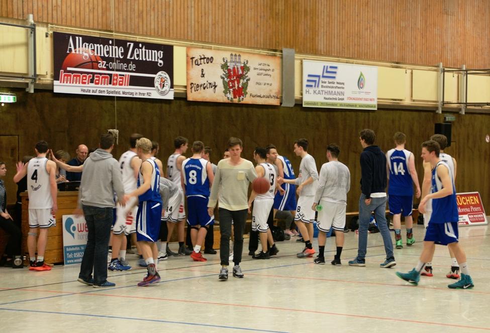 WE 08.04.2017 / Spielbericht Heimspiel Heide Knights / Die Heide Knights bedanken sich am Ende des Spiels