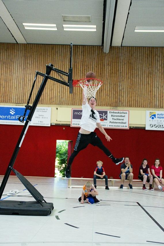 03.06.2017: Abschlussdaddeln / Dunking-Wettbewerb - Jan-Lukas Villette