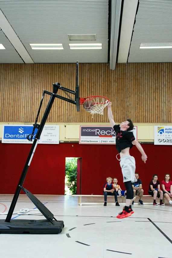 03.06.2017: Abschlussdaddeln / Dunking-Wettbewerb - Frederik Homa