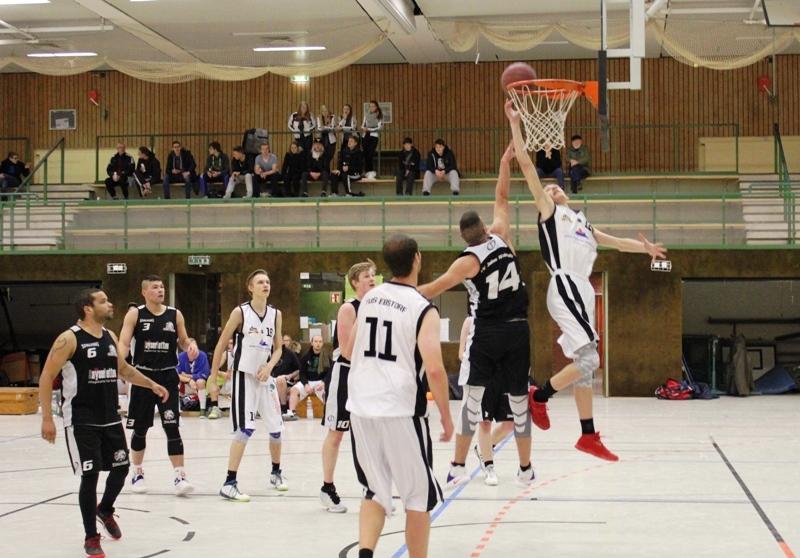 WE 17.12.2016 / Vorbericht Herren II / Jonas Homa (weiß) - hier im Spiel gegen Walsrode