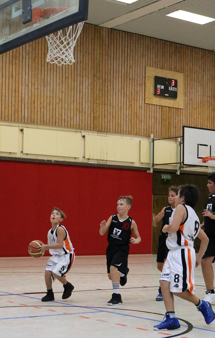 WE 17.11.18 / Spielbericht mU12 / Sebastian Loose ragt ein wenig aus der Mannschaft heraus