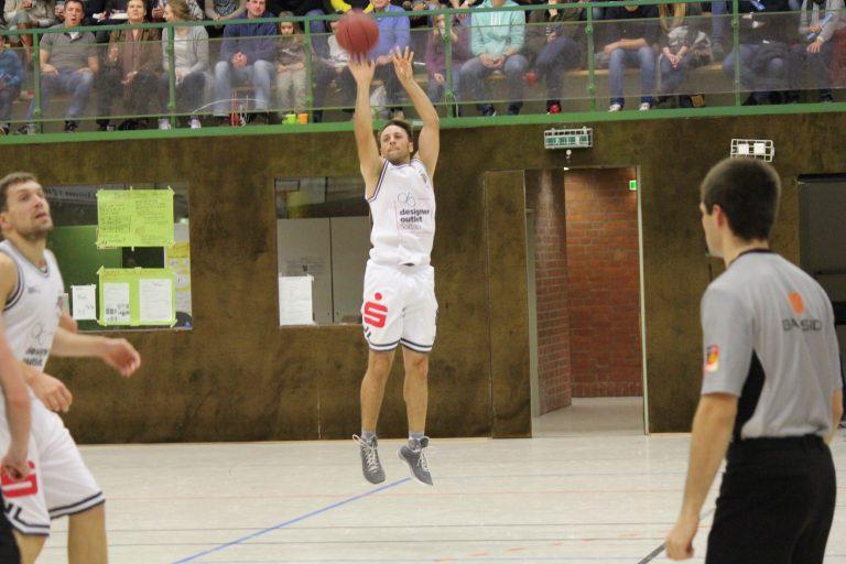 WE 29.01.2017 / Spielbericht Auswärtsspiel Heide Knights / Frithjof Dueholm von außen – wieder mit einem 3er erfolgreich