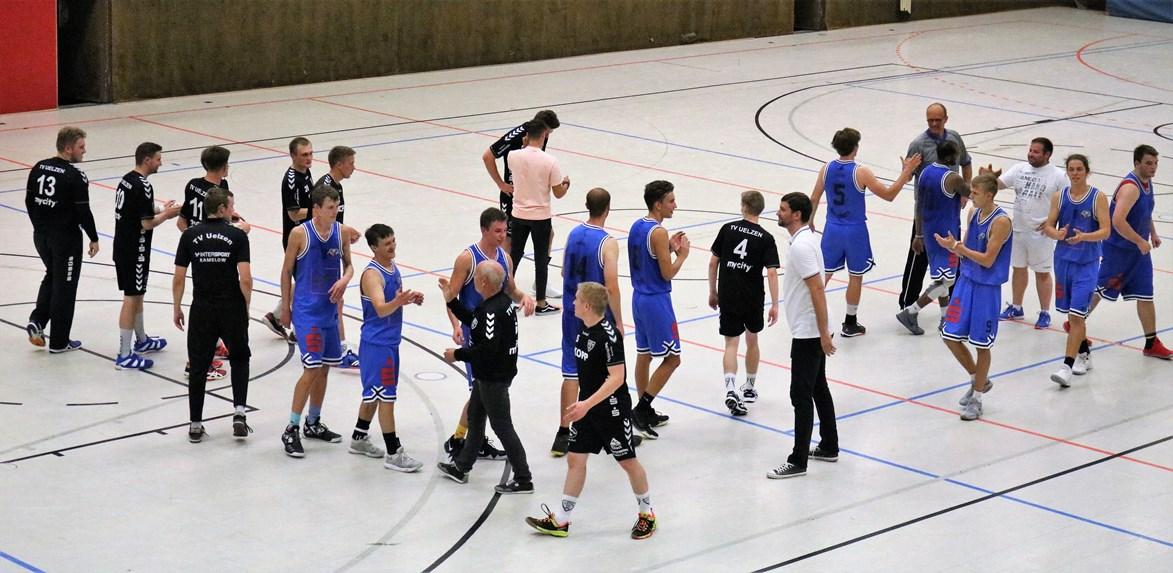WE 11.08.2018 / Bericht Black Owls vs. Heide Knights / Abklatschen nach dem Spiel