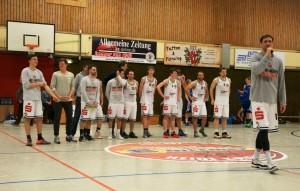 WE 08.04.2017 / Spielbericht Heimspiel Heide Knights / Leo Niebuhr bedankt sich bei allen Mitwirkenden, die diese Saison erst möglich gemacht haben!