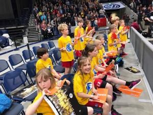 12.04.2017: Spalierstehen beim Bundesligaspiel / Die Kids hatten am Spielfeldrand viel Spaß