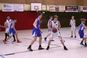WE 18.12.2016 / Spielbericht U16 / Ebstorfs Top-Scorer Sven Katenkamp (Nr. 7) und Daniel Bischoff (Nr. 11)
