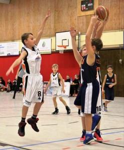 WE 17.11.18 / Spielbericht mU12 / Neuzugang Finn-Lukas Bütow (Nr. 8) zeigte gleich vollen Einsatz